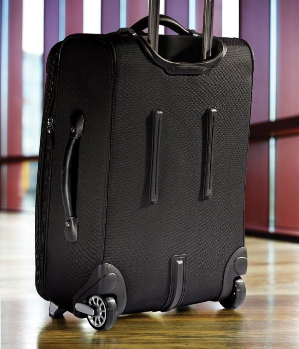7cdc1693941 Travelpro Platinum Magna 2 22